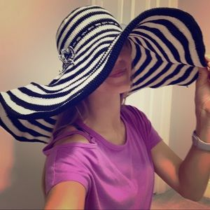 Black and white, crochet big floppy beach hat!